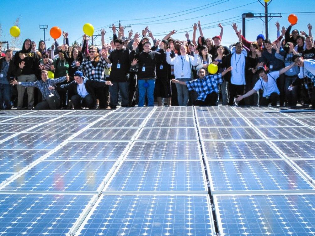 כיצד יכולים פאנלים סולאריים לצמצם פערים חברתיים?